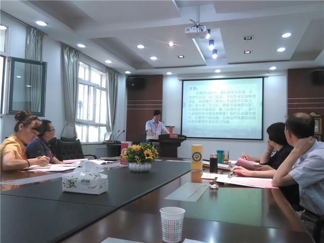 2014年7月28日至31日,中国高中六校联盟提升领导力创新案例展评活动在青海湟川中学举行。省锡中钱桂荣副校长率部分教师赴西宁参加了此次活动。 2014年年初,在中国高中六校联盟秘书处的部署下,提升领导力创新案例展评活动以创新与实效为主旨,结合具体的工作案例,摆事由、说方法、展成效、谈思考,分享些智慧,学一些经验。六所学校呈现了13篇具体教学与管理中的案例,其中我校由钱桂荣副校长分享了《规范考试命题 发挥评价导向作用》的实践案例;曹润夏老师以《浅谈安全工作的渗透性》为题,介绍了我校在安全工作