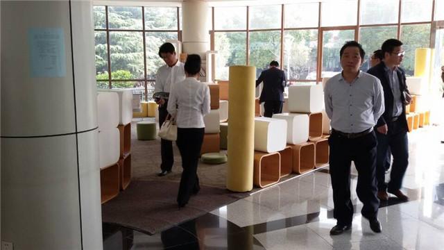 青岛开发区校长参访团访问省锡中